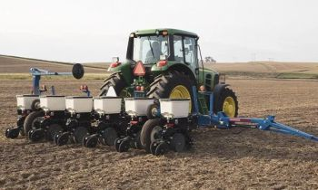 CroppedImage350210-Kinze-3115Planter-2020.jpg